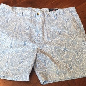Vineyard vines shorts, size 42